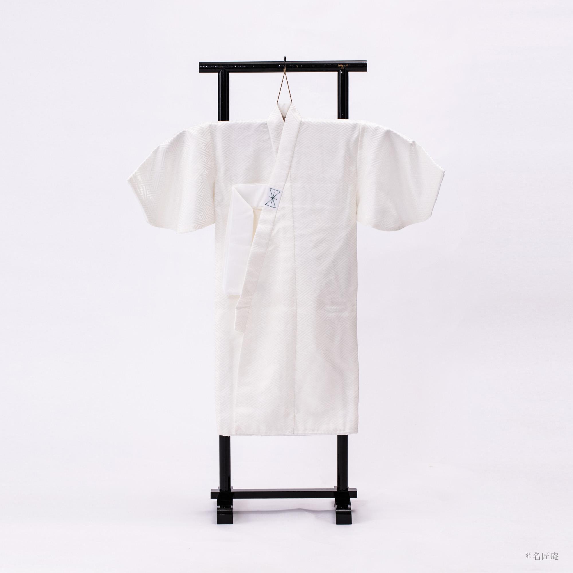 白絹の産着