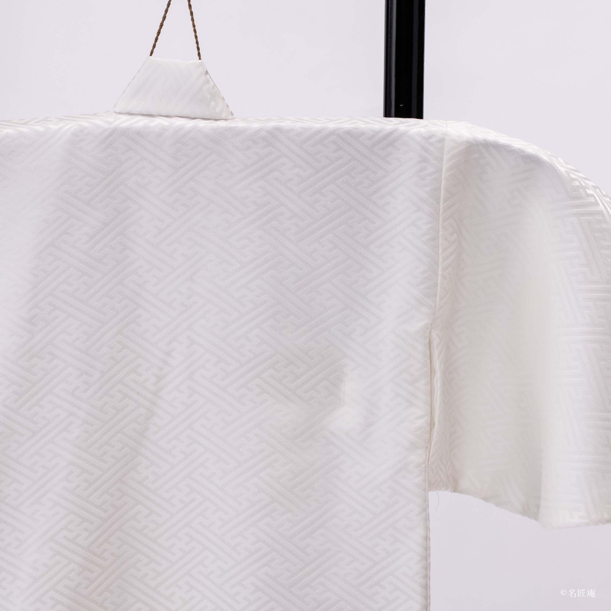 産着など、赤ちゃんや、小さなこどものきものは 背中に縫い目がありません