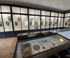 旧三重県庁舎2階の 「明治の時計展示室」